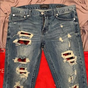 Packing Distressed style Jeans